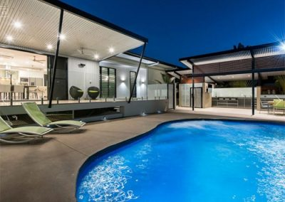 Outdoor pool lounges in green batyline
