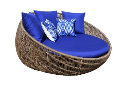Utar round outdoor daybed lounge , aluminium frame, viro weave, outdoor fabric cushions